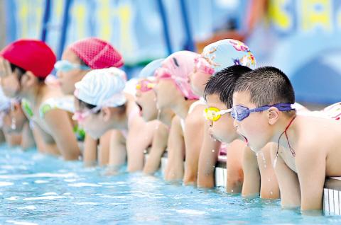 游泳培訓百科_游泳教學視頻_游泳的好處_蛙泳_游泳技巧