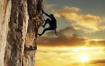 攀岩培训百科_徒手攀岩_攀岩运动_攀岩项目